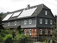 Weißbach Haus mit Solarpanelen.JPG