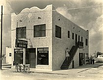 Western Union building in Hialeah, Florida (9362912763).jpg