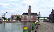 Westhafen (Nordbecken mit BEHALA-Verwaltungsgebäude)