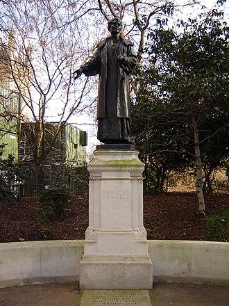 Emmeline and Christabel Pankhurst Memorial - Image: Westminster emmeline pankhurst statue 1