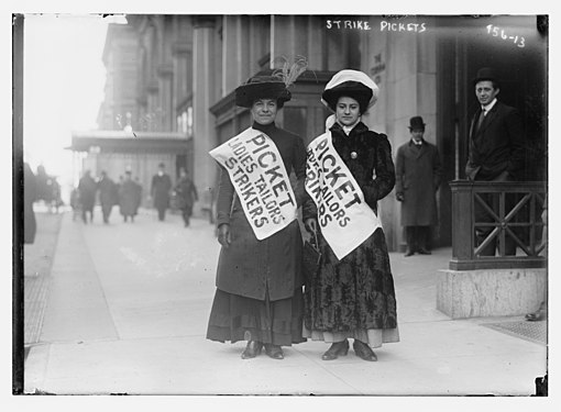 Women strike pickets, New York LCCN2014684498.jpg