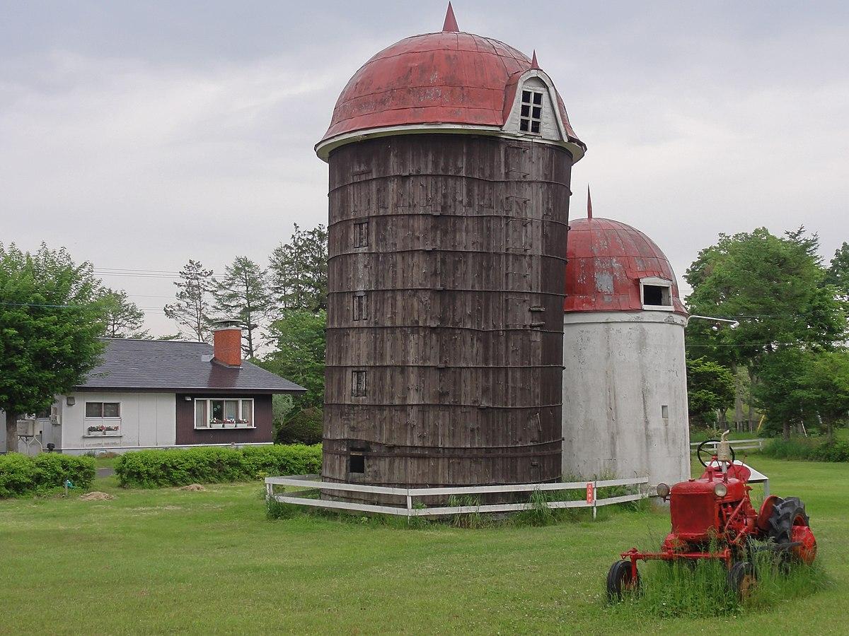 Wooden silo.JPG
