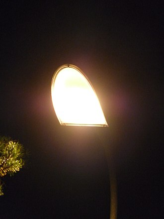 Ceramic discharge metal-halide lamp - streetlamp with CDM light bulb