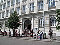 Základní škola nám. Jiřího z Poděbrad, volby 2010.jpg