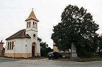 Znojmo-Oblekovice, kaple a památník v Bohumilicích (4411).jpg
