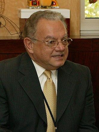 2003 Guatemalan general election - Image: (Eduardo Stein) Fernández de la Vega recibe al vicepresidente de Guatemala. Pool Moncloa. 10 de octubre de 2007 (cropped)