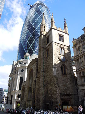 St Andrew Undershaft au pied du 30 St Mary Axe