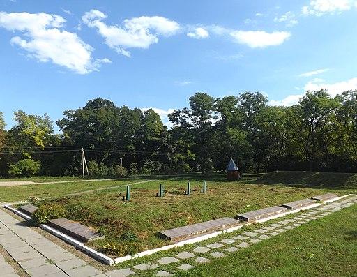 Меморіальний комплекс в с.Ходорів. Братська могила. фото 2