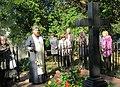 Могила Срезневского И.И., крест, лития, отец Григорий.jpg