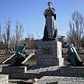 Николаевка, братская могила воинов Юго-Западного фронта и памятник воинам-землякам.jpg
