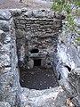 המערה ללא שם מימין למערת בית הכנסת הצידוני.jpg