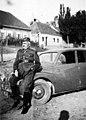 מפקד במדים ליד רכב בצכוסלובקיה 1937 - iדר דוד עופרi 501.jpeg