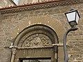 036 Santa Maria de Manresa, portal romànic i fanal en forma de serp.jpg