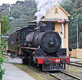 1072 passing Bottom Points Signal Box on the Lithgow Zig Zag railway line.jpg