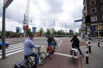 Protected intersection - The protection of the vulnerable cyclists with a protected junction with bicycle traffic lights.