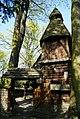 1713 Kościółek schowany w wiosennym parku foto Barbara Maliszewska.jpg
