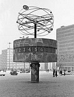 19700131040NR Berlin Weltzeituhr am Alexanderplatz.jpg