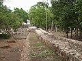 2010. Chichén Itzá. Yucatan. Mexico. Muro de entrada.jpg