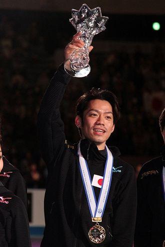 Daisuke Takahashi - Takahashi at the 2012 World Team Trophy medal ceremony.