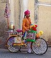 20191218 Mężczyzna z rowerem na ulicy Jaipuru 1121 9109 DxO.jpg