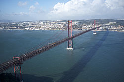 25 de Abril Bridge, Lisbon (11976955613).jpg
