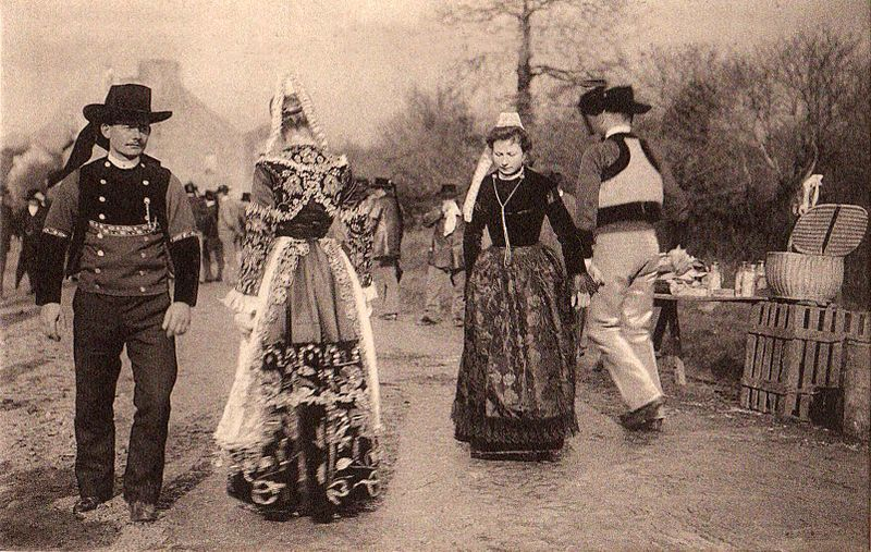 File:29, Bretagne, danse bretonne La Jambadao.jpg