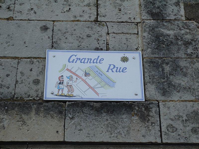 Une des plaques de rues à l'effigie de Sylvain et Sylvette, créés par Jean-Louis Pesch (originaire de la commune).