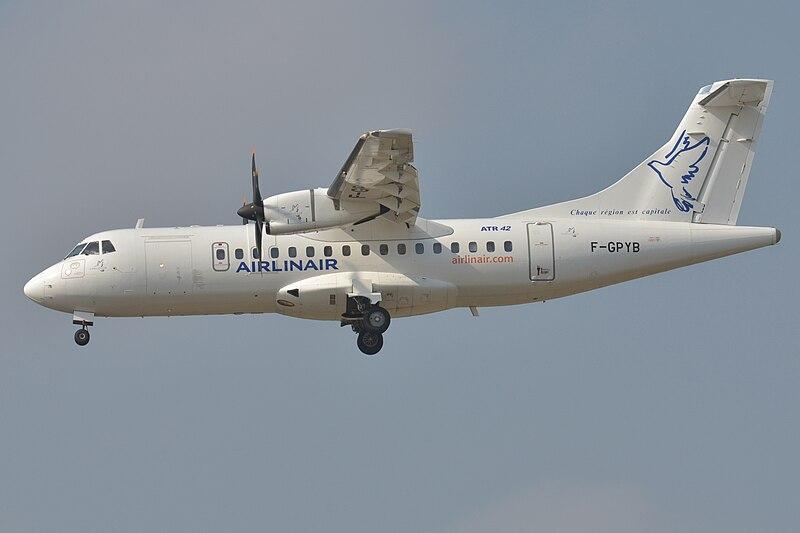 File:ATR 42 (Airlinair) F-GPYB (10537185753).jpg