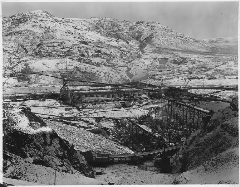 File:A general view of the damsite from the west bank showing concrete placing trestles on lower right, construction at... - NARA - 294227.tif