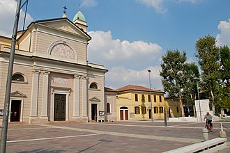 Affori - Central plaza of Affori, with the Santa Giustina church