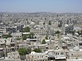 Aleppo (Halab), Blick von der Zitadelle (Qal'at Halab) auf die Stadt, (ayyubidisch von al-Aziz) (37989226534).jpg