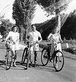 Alley, tableau, women, man, bicycle, backpack Fortepan 2433.jpg