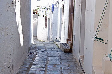 Alley and cat in Lindos, Rhodes.jpg
