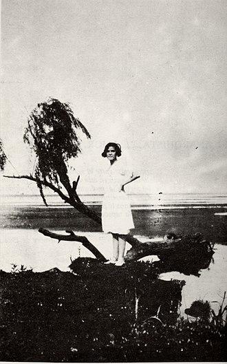 Severino Di Giovanni - América Scarfó, Fina, posing for Severino Di Giovanni at San Isidro, 1930