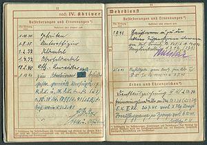 Amtsdokument Paul Fischer 1937 Leutnant Wehrpass Luftwaffe Seite 24 25 Beförderungen und Ernennungen Orden und Ehrenzeichen.jpg
