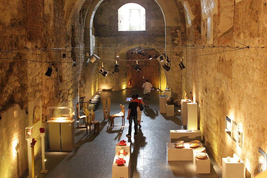 Art Gallery in the Castle (7441342730).jpg