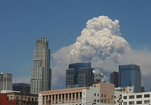 2009 California wildfires - Pyrocumulus cloud from the Station Fire towers over the skyline of downtown Los Angeles, California.