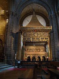 Avila iglesia san Vicente cenotafio martires 02 lou.JPG