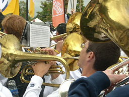 http://upload.wikimedia.org/wikipedia/commons/thumb/8/81/Band_brass_%283961274334%29.jpg/256px-Band_brass_%283961274334%29.jpg