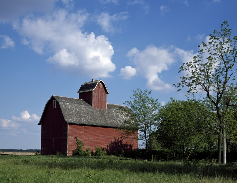 File:Barn with an oversized cupola, excellent for ventilation in rural America LCCN2011633413.tif