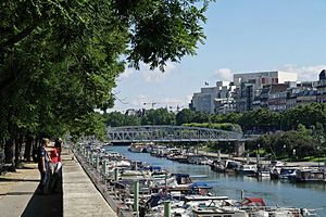 Bassin de l'Arsenal July 2012 N10.jpg