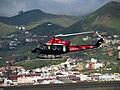 Bell 412SP aterrizando en el aeropuerto de Los Rodeos (Tenerife Norte).jpg