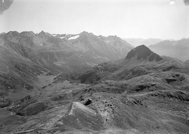 File:Berglandschaft im Engadin - CH-BAR - 3241545.tif