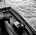 Bericht wordt door de stuurman doorgegeven aan de seinwachter bij de Lorelei, Bestanddeelnr 254-1337.jpg