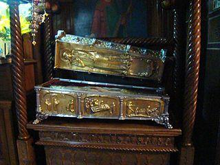 Racla cu moastele Sf. Muc. Filofteia din catedrala din Curtea de Arges (wikipedia.ro)