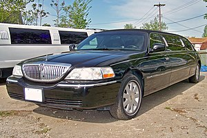 English: Lincoln Town Car Limousine