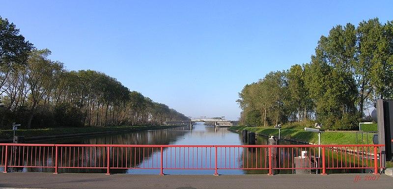 File:Boudewijnkanaal-pont ferroviari.jpg
