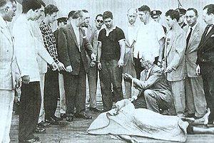 Brooklyn Thrill Killers - The boys, handcuffed, alongside the corpse of Willard Mellard