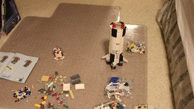 Файл:Building the Lego Saturn V.webm