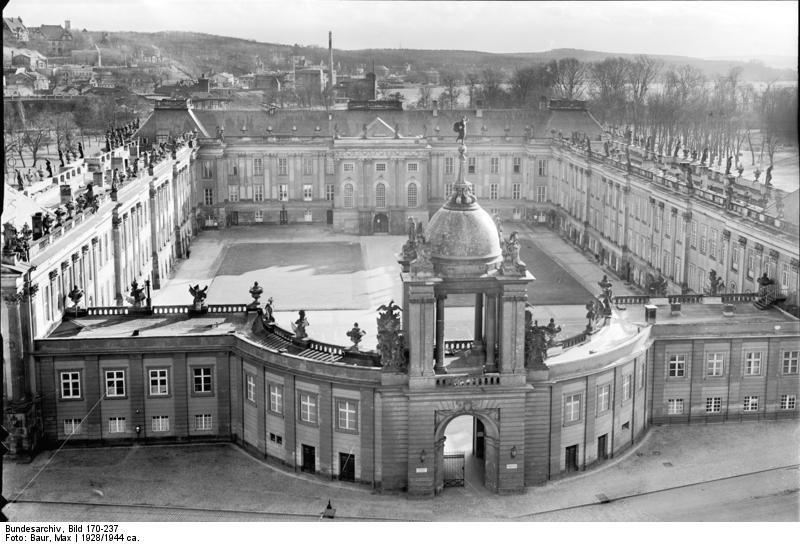 Bundesarchiv Bild 170-237, Potsdam, Stadtschloss vom Turm der Nikolaikirche